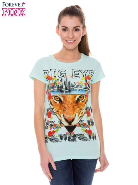 Jasnozielony t-shirt z hipsterskim nadrukiem trójkąta                                  zdj.                                  1