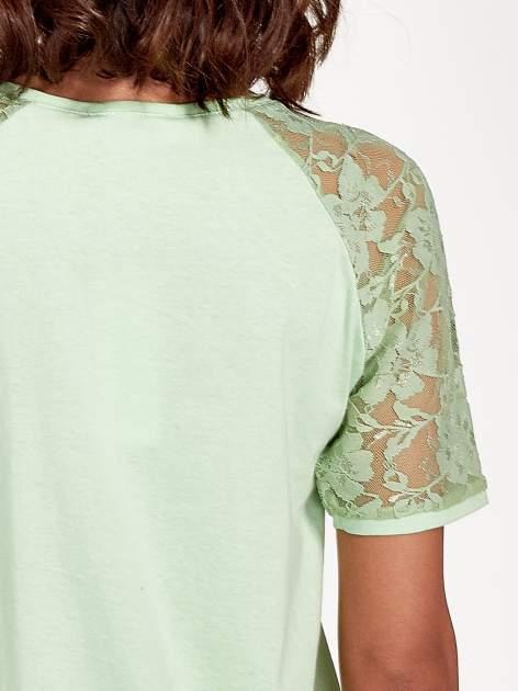 Jasnozielony t-shirt z koronkowymi rękawami długości 3/4                                  zdj.                                  7