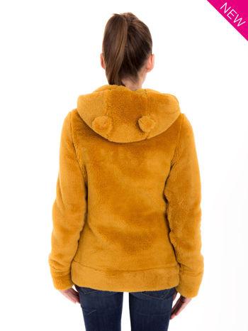 Karmelowa bluza polarowa z kapturem z uszkami i pomponami                                  zdj.                                  3