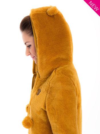 Karmelowa bluza polarowa z kapturem z uszkami i pomponami                                  zdj.                                  10
