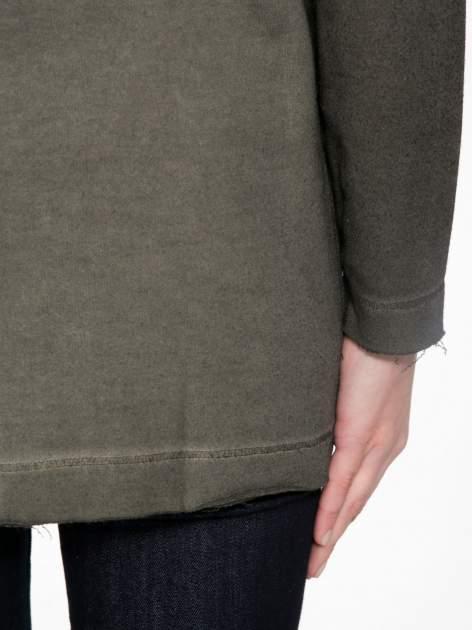 Khaki bluza z surowym wykończeniem i widocznymi szwami                                  zdj.                                  10