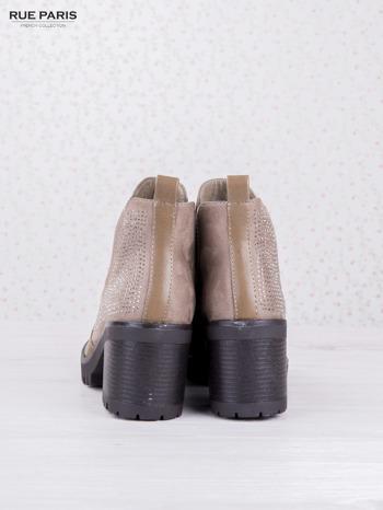 Khaki botki Nougat na grubym klocku z zamszową wstawką z błyszczącymi dżetami                                  zdj.                                  4