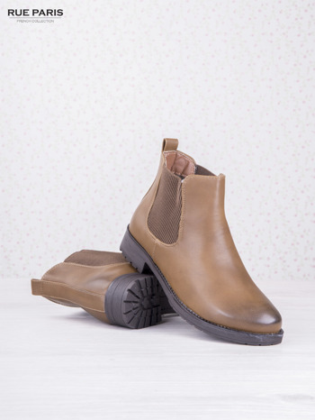 Khaki botki faux leather z cieniowanym przodem na klocku z gumową wstawką                              zdj.                              3
