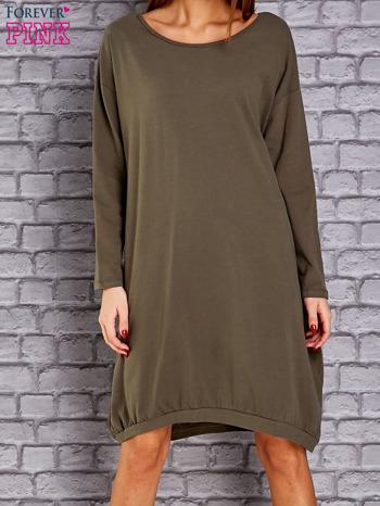 Khaki dresowa sukienka oversize z kieszeniami                                  zdj.                                  1