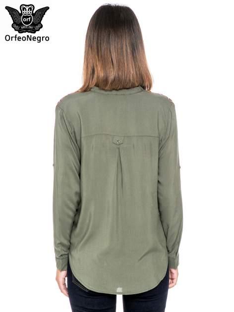 Khaki koszula z haftem etno na ramionach i kieszonką                                  zdj.                                  4