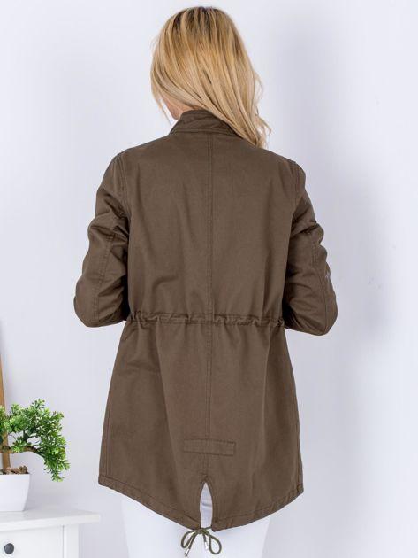 Khaki kurtka z naszywkami i aplikacją                                  zdj.                                  2