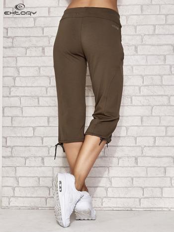 Khaki spodnie dresowe capri z kieszonką                                  zdj.                                  4