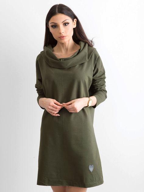 Khaki sukienka dresowa z szerokim kołnierzem                              zdj.                              1