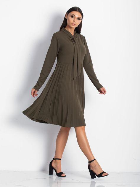 Khaki sukienka z plisami                              zdj.                              4