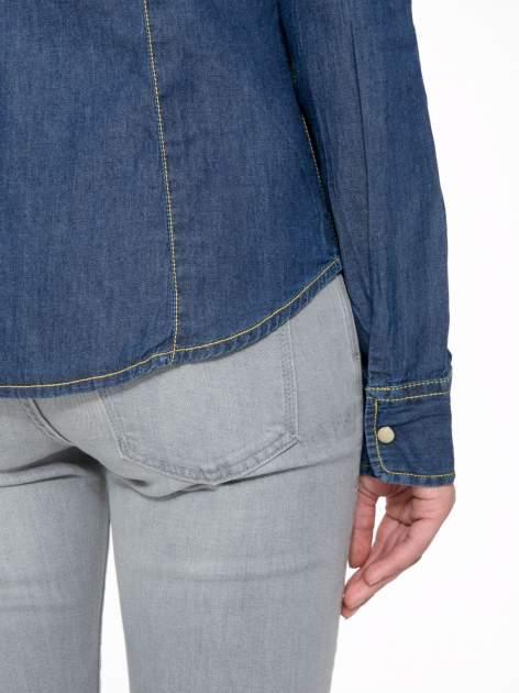 Klasyczna ciemnoniebieska jeansowa koszula z kieszonkami                                  zdj.                                  9