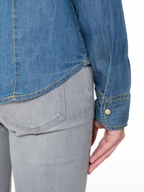 Klasyczna niebieska jeansowa koszula z kieszonkami                                  zdj.                                  10