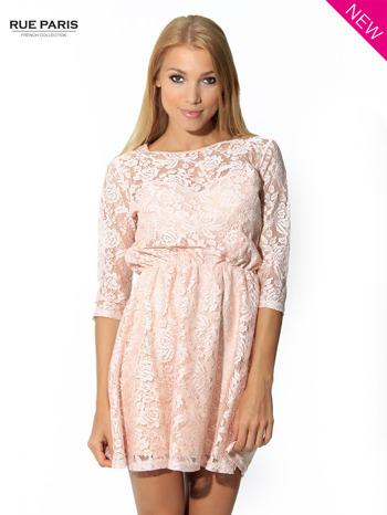 Kloszowana sukienka pokryta na górze przezroczystą koronką w kolorze łososiowym                                  zdj.                                  2