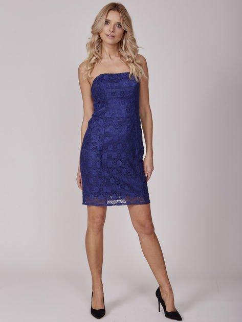 Kobaltowa koronkowa sukienka koktajlowa                              zdj.                              4