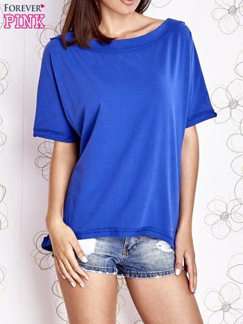 Kobaltowy t-shirt z dekoltem w łódkę                                  zdj.                                  1