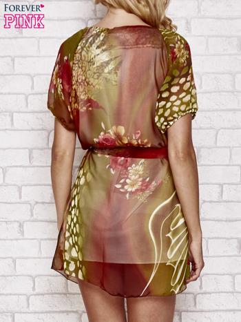 Kolorowa sukienka mgiełka z paskiem i aplikacją