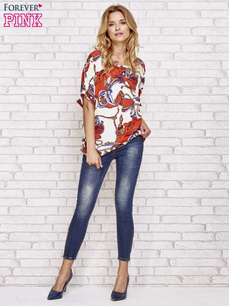 Koralowa bluzka koszulowa z biżuteryjnym nadrukiem                                  zdj.                                  2