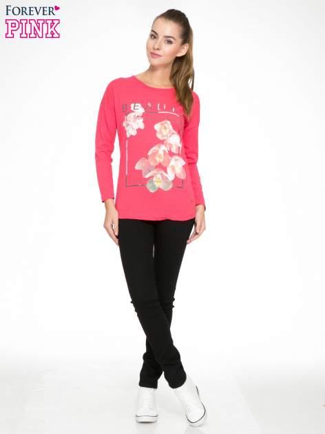 Koralowa bluzka z nadrukiem kwiatowym i napisem BEAUTY                                  zdj.                                  2