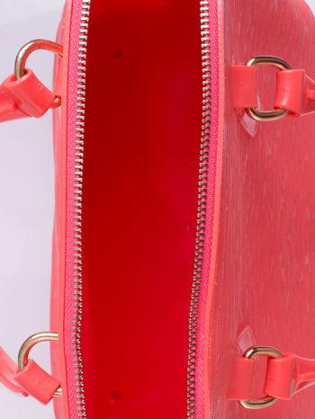 Koralowa fakturowana torba gumowa kuferek z rączką                                  zdj.                                  3