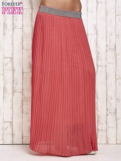 Koralowa spódnica maxi plisowana z dżetami w pasie                                   zdj.                                  1