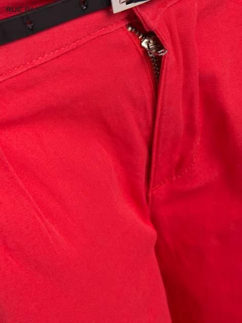 Koralowe proste spodnie z paskiem                                  zdj.                                  9