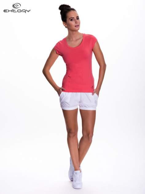 Koralowy damski t-shirt sportowy basic                                  zdj.                                  2