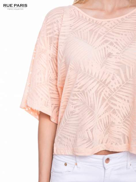Koralowy t-shirt w transparentny nadruk palm o kimonowym kroju                                  zdj.                                  6