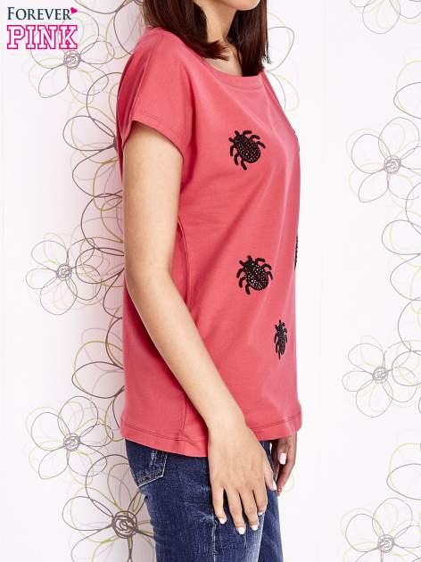 Koralowy t-shirt z nadrukiem owadów                                  zdj.                                  3