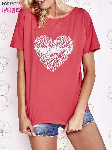 Koralowy t-shirt z napisem JE T'AIME i dekoltem na plecach                                  zdj.                                  1
