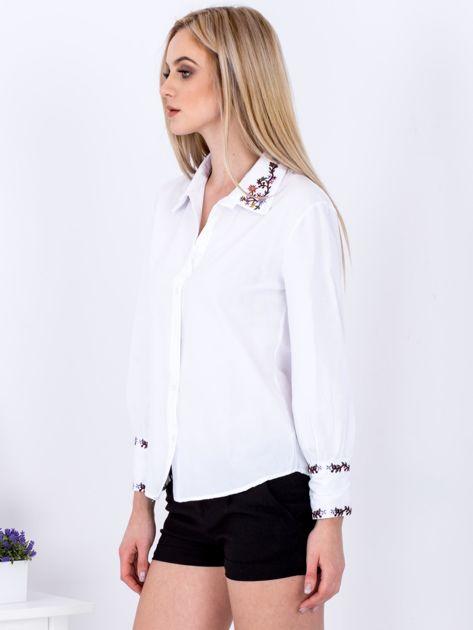 Koszula biała z haftowanymi wstawkami                              zdj.                              5