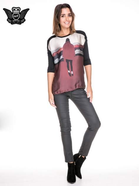 Koszula z satynowym przodem i nadrukiem kobiety                                  zdj.                                  2