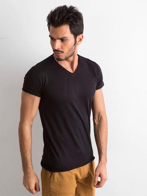 Koszulka męska z dekoltem w serek czarna                              zdj.                              3