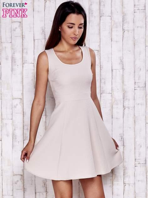 Kremowa fakturowana rozkloszowana sukienka                                  zdj.                                  5