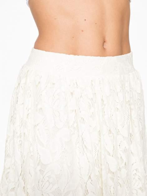 Kremowa koronkowa mini spódniczka na gumkę                                  zdj.                                  7