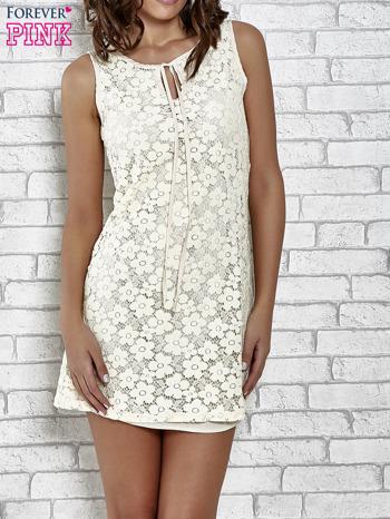 Kremowa koronkowa sukienka z wiązaniem przy dekolcie                                  zdj.                                  1