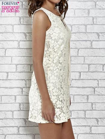 Kremowa koronkowa sukienka z wiązaniem przy dekolcie                                  zdj.                                  3