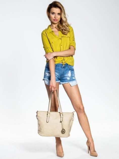 Kremowa torba shopper bag z zawieszką                                  zdj.                                  2
