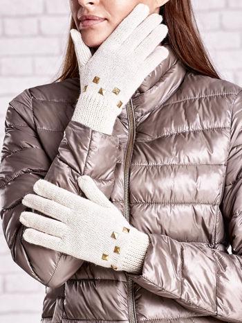 Kremowe rękawiczki z ćwiekami i ściągaczem                                  zdj.                                  1