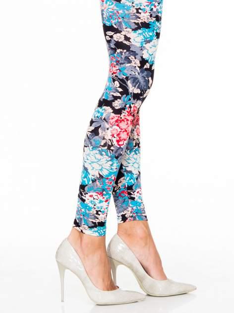 Kwiatowe legginsy w kolorze niebieskim                                  zdj.                                  5