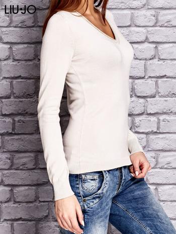 LIU JO Beżowy sweter z trójkątnym dekoltem                                  zdj.                                  2