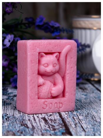 LaQ Mydełko Kot z kłębkiem wełny - różowy / Zapach - truskawka BEZ SLS i SLES                              zdj.                              1