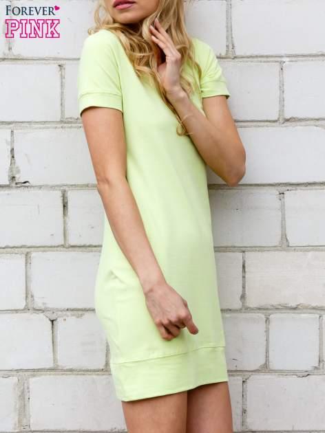 Limonkowa gładka sukienka ze ściągaczem na dole                                  zdj.                                  2