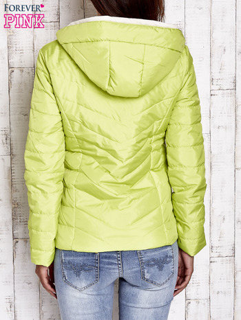 Limonkowa pikowana kurtka z jasnym wykończeniem                                  zdj.                                  2