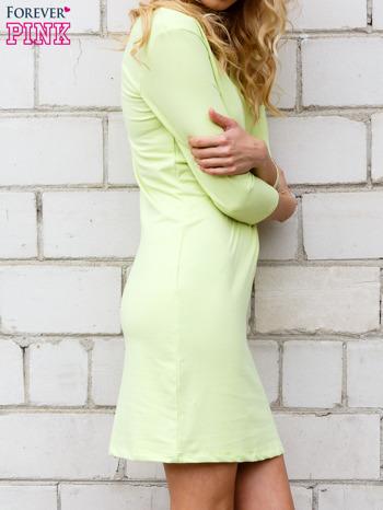Limonkowa sukienka z trójkątnym dekoltem                                  zdj.                                  2