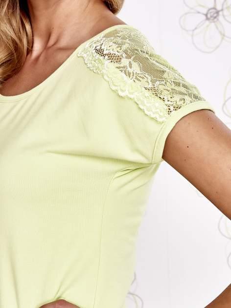 Limonkowy t-shirt z koronkowym wykończeniem rękawów                                  zdj.                                  5