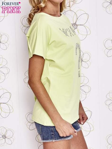 Limonkowy t-shirt z napisem i trójkątnym wycięciem na plecach                                  zdj.                                  3