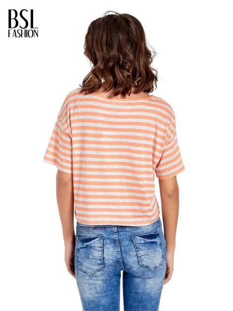 Luźny krótki t-shirt z kieszonką w pomarańczowe paski                                  zdj.                                  4