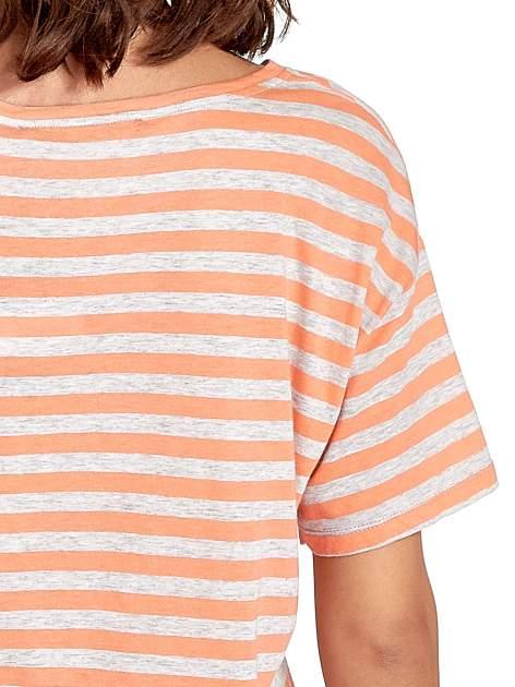 Luźny krótki t-shirt z kieszonką w pomarańczowe paski                                  zdj.                                  6