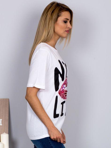 Luźny t-shirt z cekinowymi ustami biały                              zdj.                              3