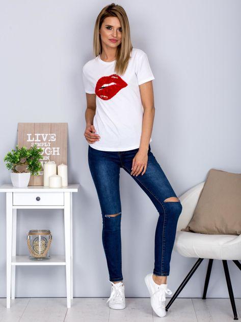 Luźny t-shirt z futrzanymi ustami biały                              zdj.                              4