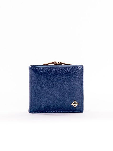Mały elegancki portfel niebieski z ozdobnym biglem